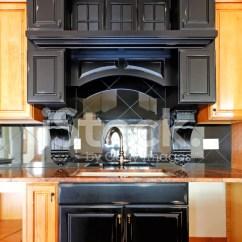 Custom Kitchen Islands Glass Door Cabinet 厨房岛和炉子定制实木橱柜照片素材 Freeimages Com Premium Stock Photo Of 厨房岛和炉子定制实木橱柜