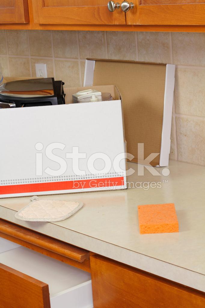 kitchen counter appliance store 打开移动框在厨房柜台上照片素材 freeimages com premium stock photo of 打开移动框在厨房柜台上