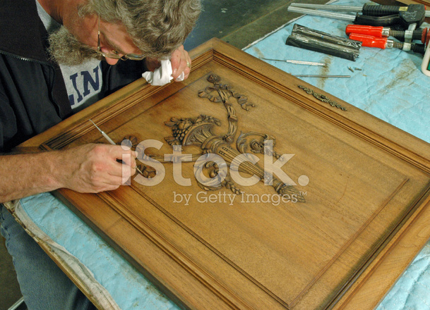 kitchen cabinet reface design your own lowes 恢复与牙科工具古董橡木橱柜门的人照片素材 freeimages com premium stock photo of 恢复与牙科工具古董橡木橱柜门的人
