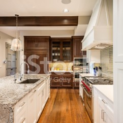 Kitchen Island Large Remodel Prices 在岛的豪宅的大厨房照片素材 Freeimages Com Premium Stock Photo Of 在岛的豪宅的大厨房
