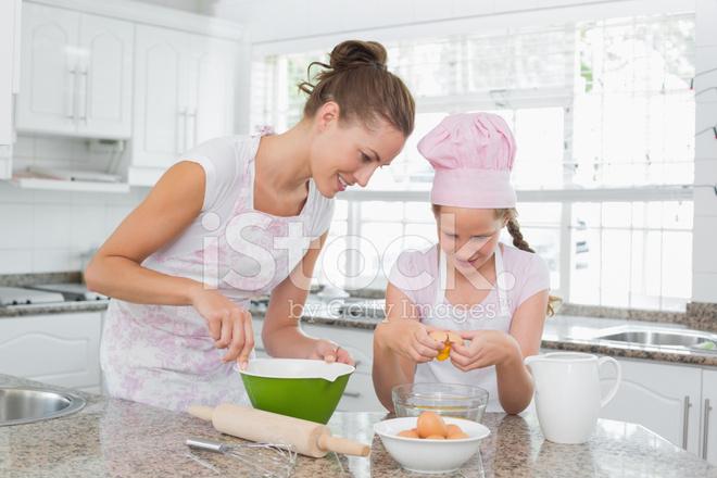 macys kitchen aid create layout 帮助她的妈妈在厨房里做饭的女孩照片素材 freeimages com premium stock photo of 帮助她的妈妈在厨房里做饭的女孩
