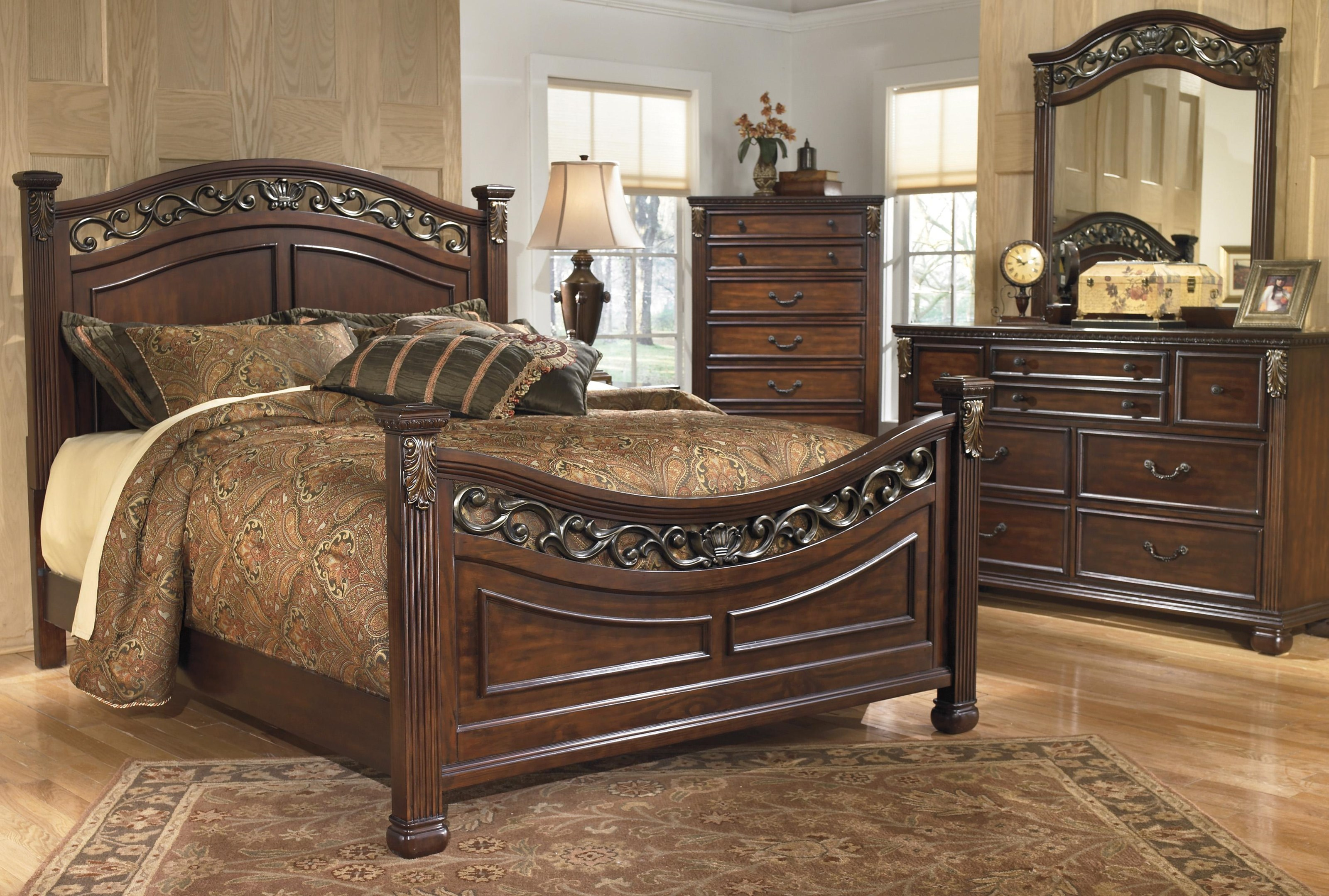 Signature Design by Ashley Leahlyn Queen 5 Piece Bedroom