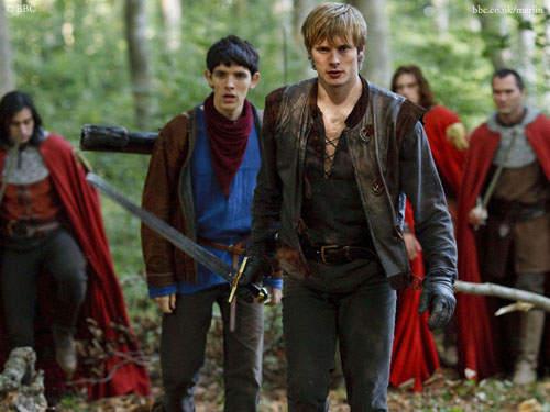 英劇《梅林》第五季大結局 以後看不到王子與魔法師調情了...