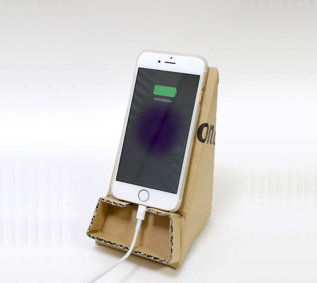 《DIY紙箱手機架》回收再利用的好方法一定要學起來 | 宅宅新聞