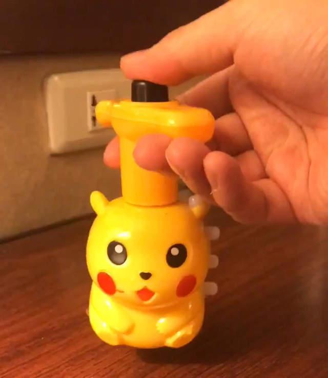精靈寶可夢《地獄來的皮卡丘》臺灣夜市購入謎樣山寨玩具讓日本網友們驚奇連連 | 唯淘網
