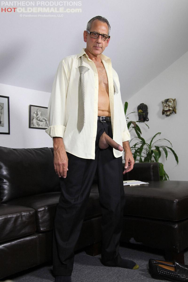 Jay Taylor gets naked