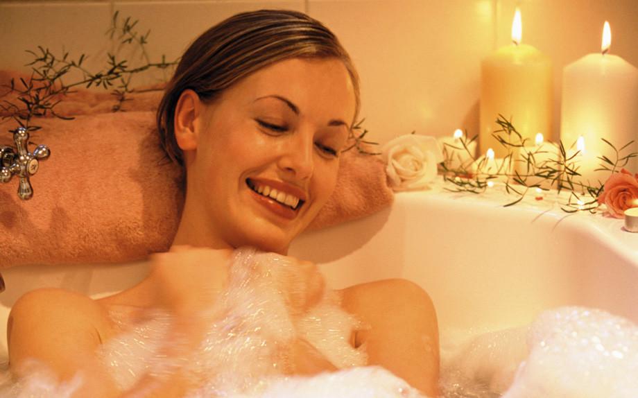 Lungo weekend di stravizi Prima di andare a dormire rilassati con un bagno caldo con magnesio