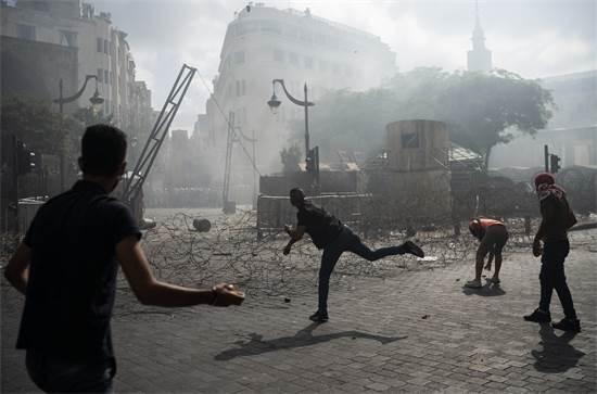 Protesters confront police in demonstration in Beirut, Lebanon / Photo: Felipe Dana, AP