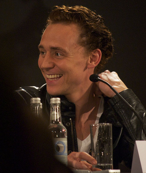 tom hiddleston reading of