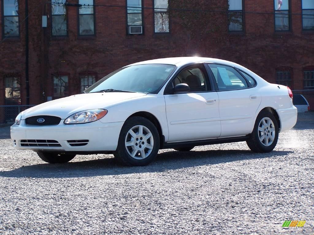 White Se Taurus Ford 2003