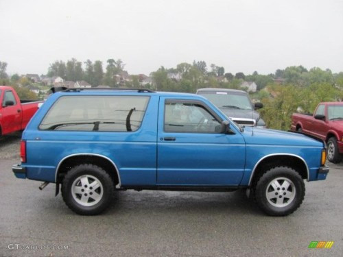 small resolution of 1991 bright blue metallic chevrolet s10 blazer tahoe 4x4 37175095 photo 2