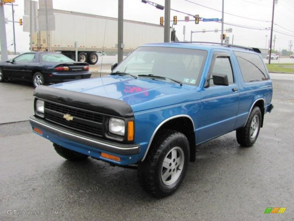 medium resolution of 1991 bright blue metallic chevrolet s10 blazer tahoe 4x4 37175095 photo 5
