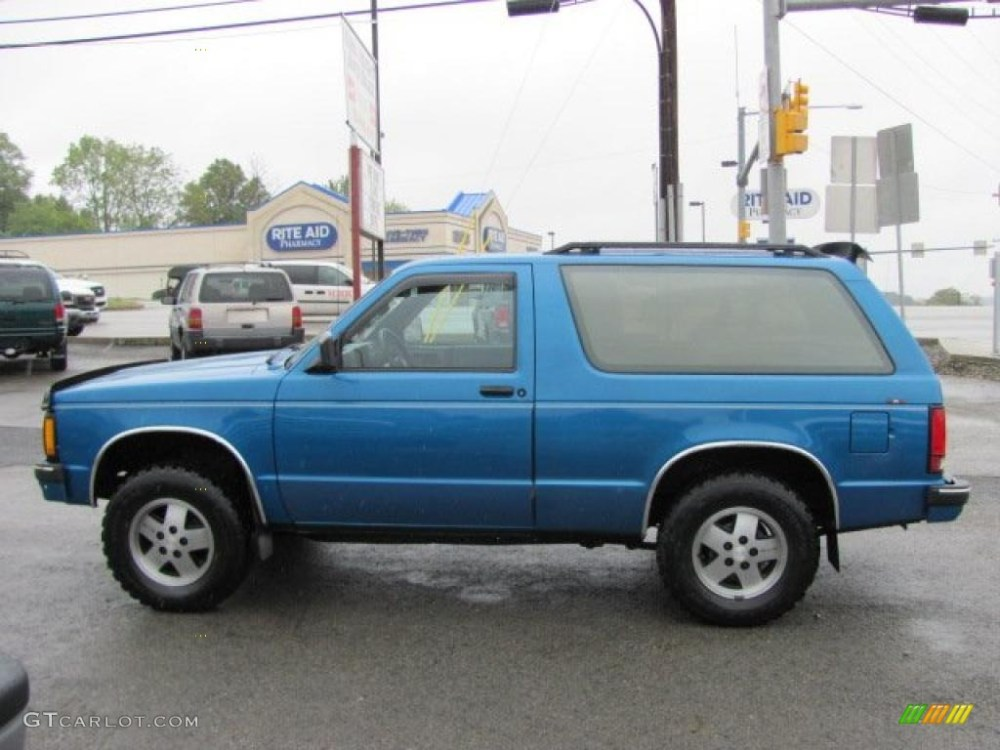 medium resolution of 1991 bright blue metallic chevrolet s10 blazer tahoe 4x4 37175095 photo 12