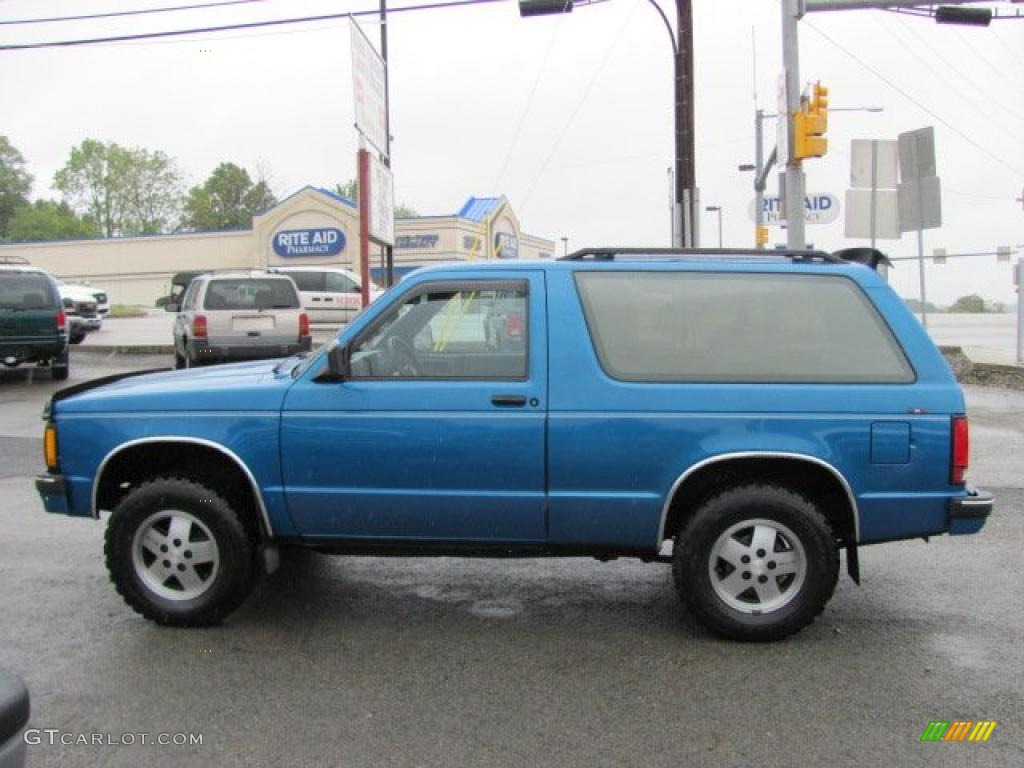 hight resolution of 1991 bright blue metallic chevrolet s10 blazer tahoe 4x4 37175095 photo 12