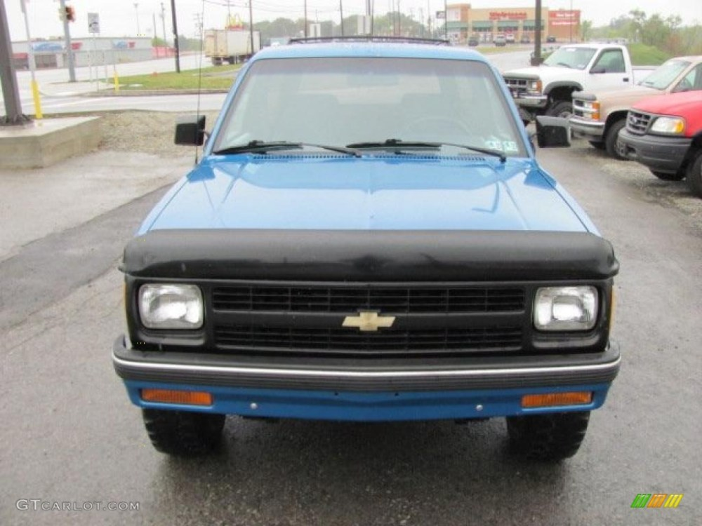 medium resolution of 1991 bright blue metallic chevrolet s10 blazer tahoe 4x4 37175095 photo 13