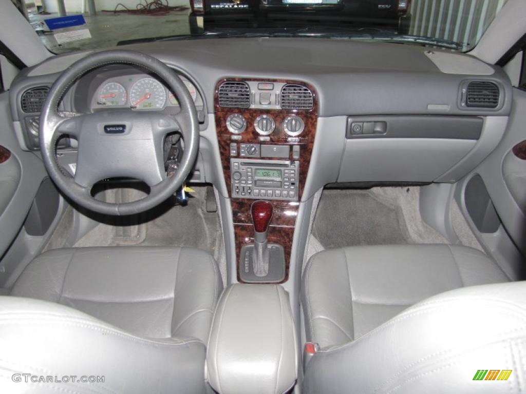 hight resolution of 2000 volvo s40 1 9t silver grey dashboard photo 39322257