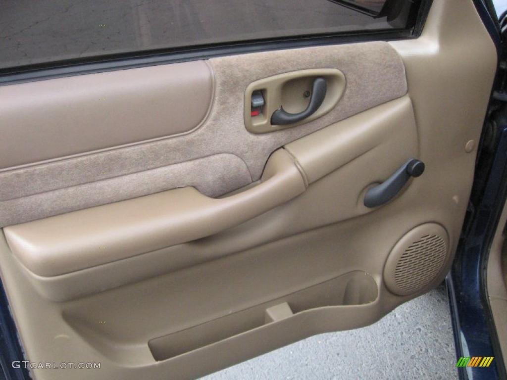 2002 chevy blazer interior door panel