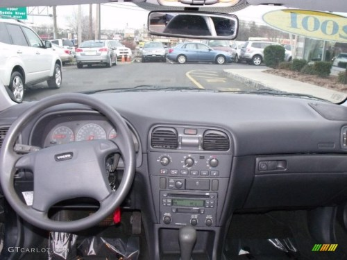 small resolution of 2001 volvo s40 1 9t se off black dashboard photo 41383072