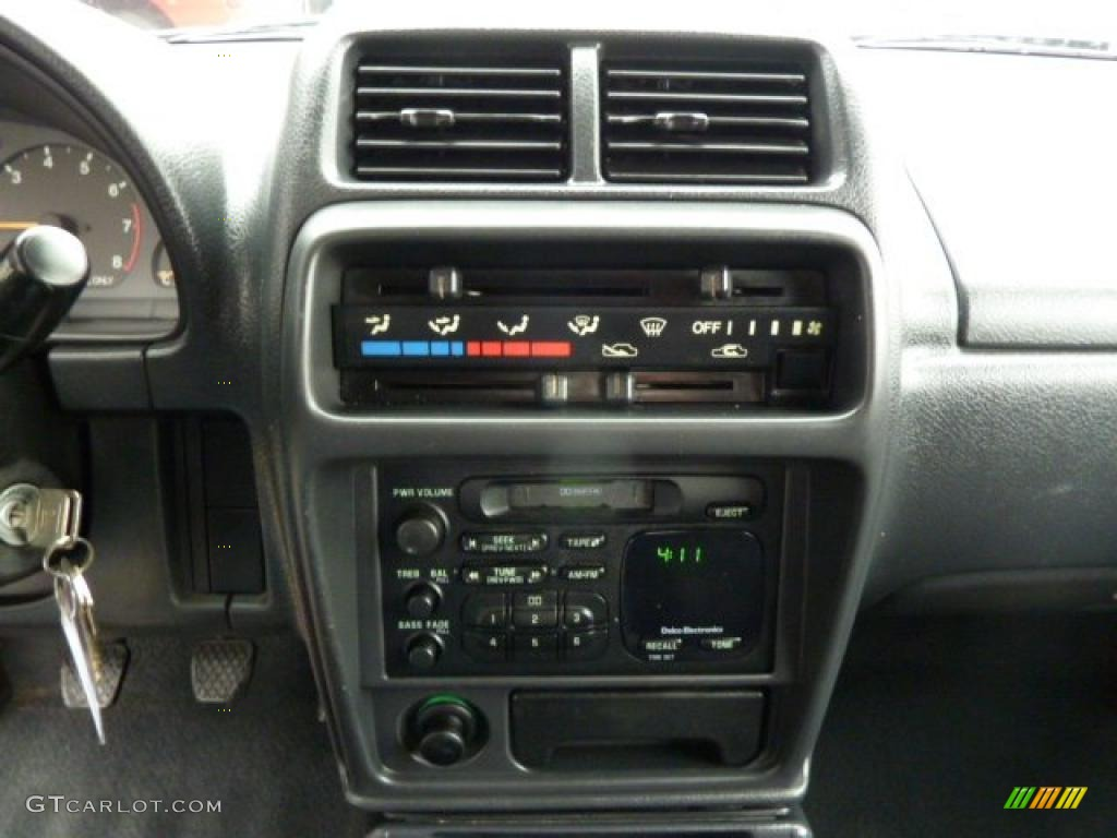 hight resolution of 1998 chevrolet tracker soft top 4x4 controls photos