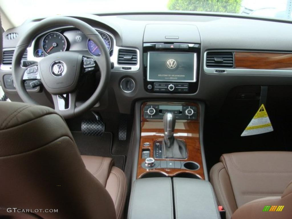 hight resolution of saddle brown interior 2011 volkswagen touareg vr6 fsi executive 4xmotion photo 48323267