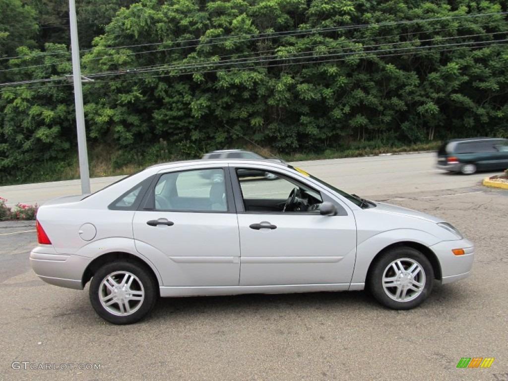 hight resolution of cd silver metallic 2003 ford focus se sedan exterior photo 52142671
