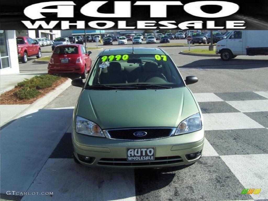 hight resolution of 2007 focus zx4 ses sedan kiwi green metallic dark pebble light pebble photo