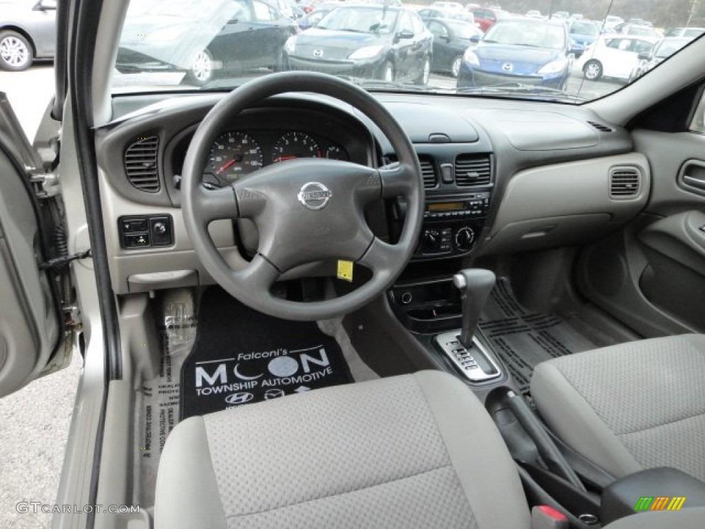 2004 Nissan Sentra Interior