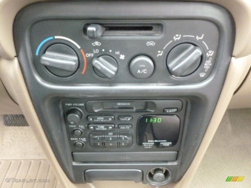 small resolution of 1999 chevrolet prizm standard prizm model controls photo 63152470