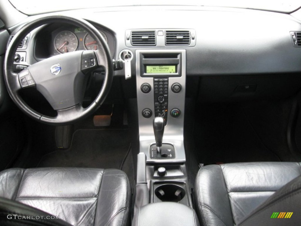 hight resolution of 2005 volvo s40 t5 awd off black dashboard photo 64689530