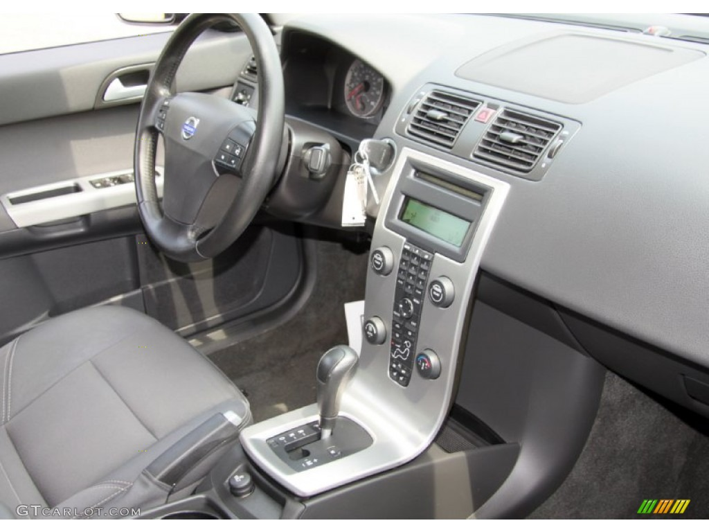 hight resolution of 2005 volvo s40 t5 awd off black dashboard photo 68656369