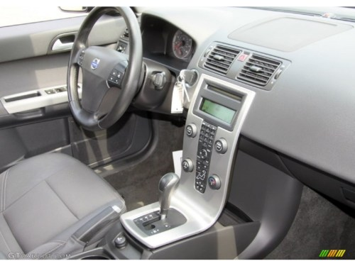small resolution of 2005 volvo s40 t5 awd off black dashboard photo 68656369