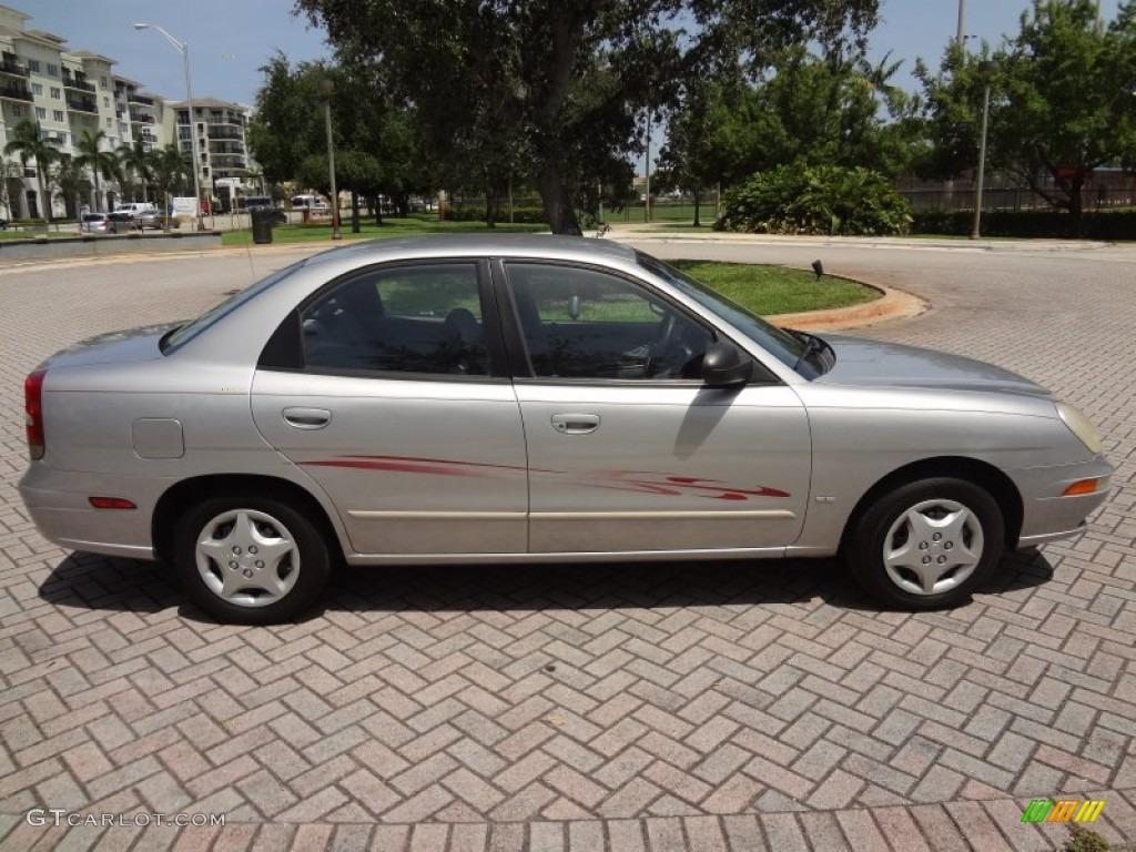 hight resolution of poly silver metallic 2002 daewoo nubira se sedan exterior photo 69730834