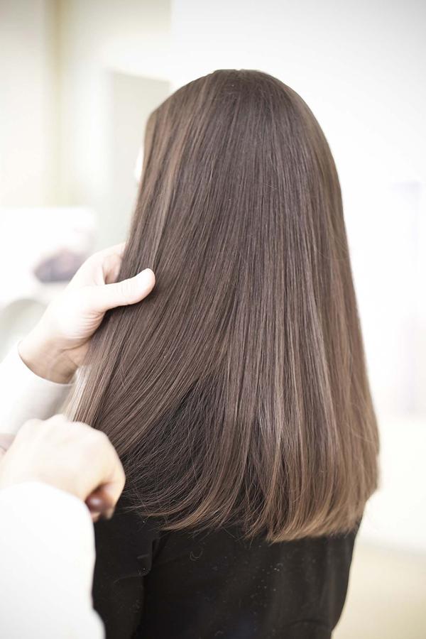 Frisur mit glatten Haaren Haare Styling Locken