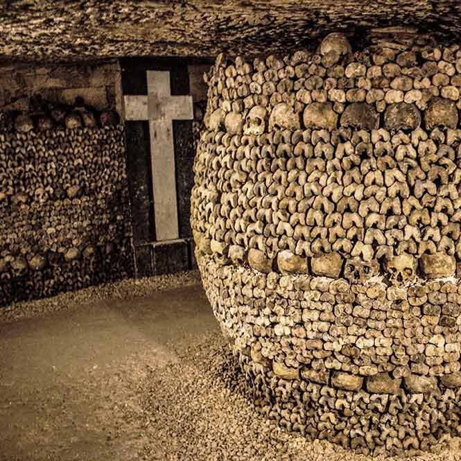 Kann man die Katakomben von Paris besichtigen Horror Tod Frankreich