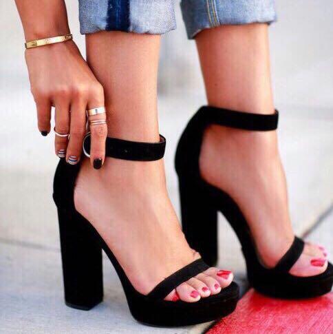 Kennt Jemand Das Modell Der High Heels Schuhe Style