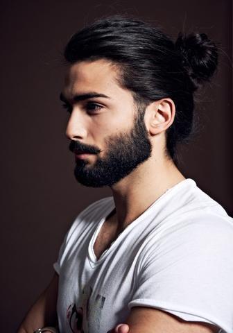 Männer Mit Bart Und Langen Haaren Zopf ? Haare Frisur