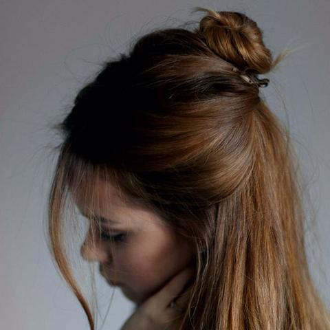 Wie heit diese Frisur Halb offen mit Dutt
