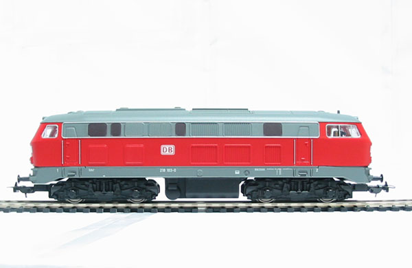 www.hattons.co.uk - Piko 52500 Class BR218 Diesel loco of the German DB AG in red livery Epoch V