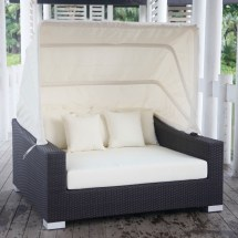 Outdoor Wicker Canopy Bed
