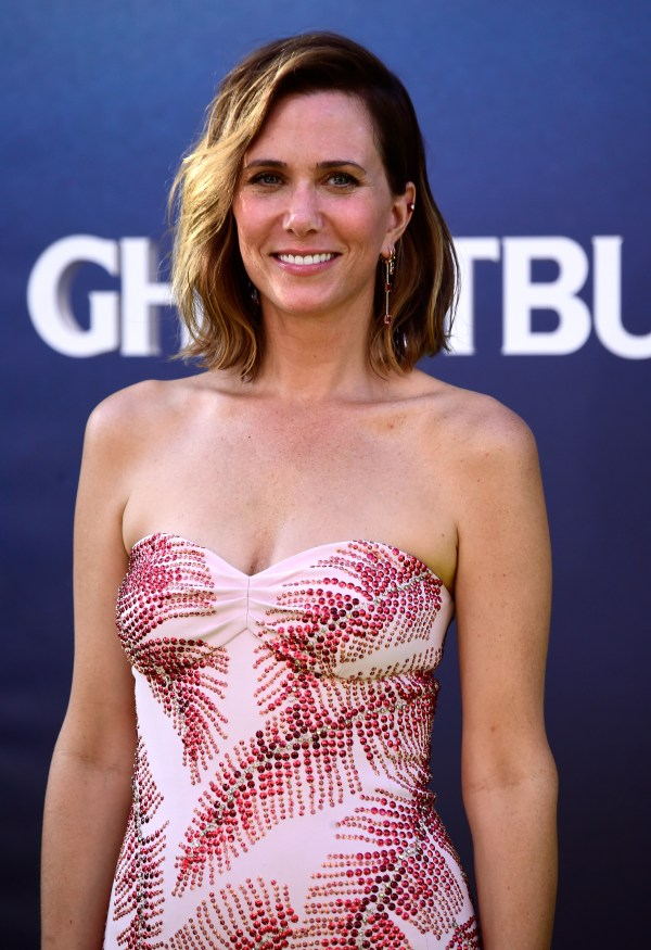 Kristen Wiig Debuted Short Blonde Pixie Cut In Snl Promo And Obsessed