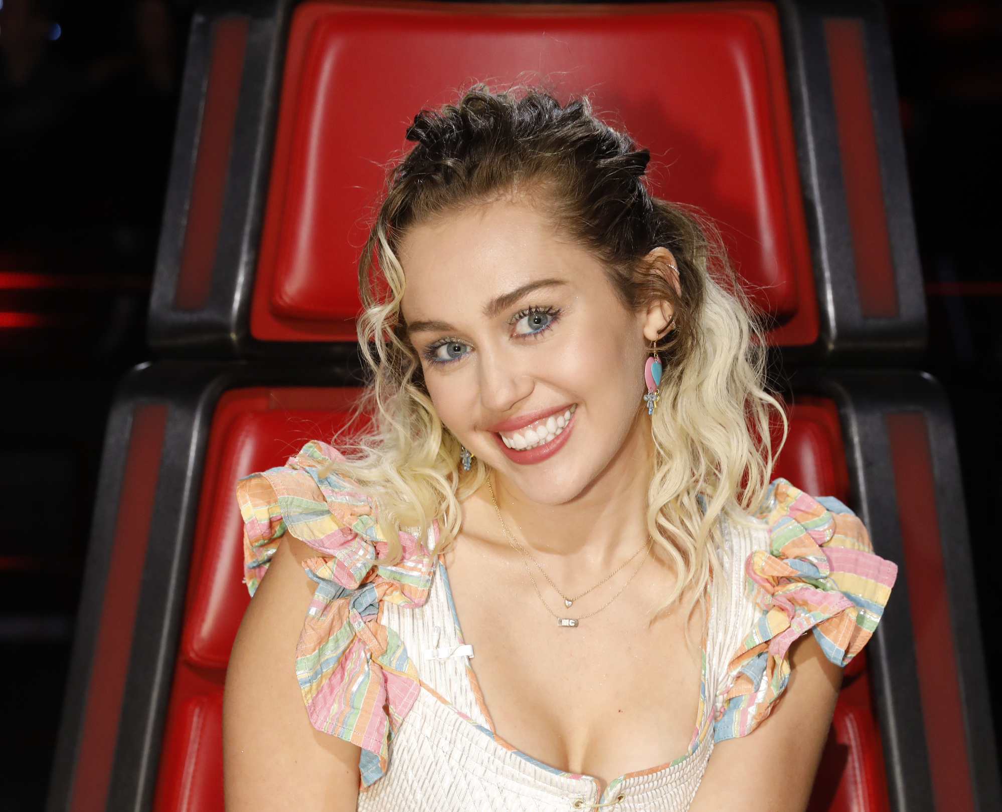 Miley Cyrus wore a renfaire inspired dress on The Voice