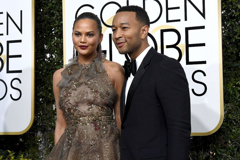 """Chrissy Teigen calls John Legend a """"loser"""" at the Golden Globes and just wait till you see why"""