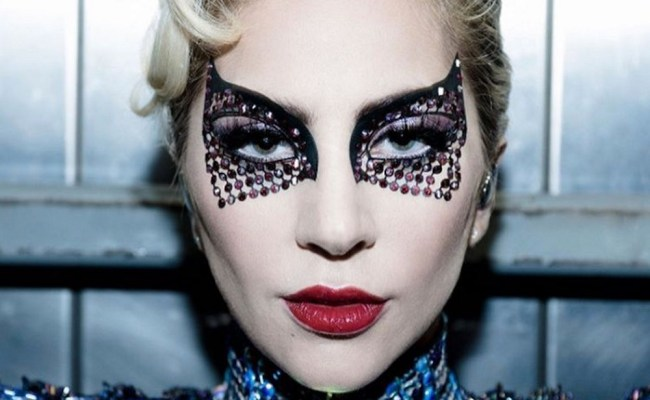 This Is How Lady Gaga Got Her Spider Woman Esque Makeup Look At The Super Bowl