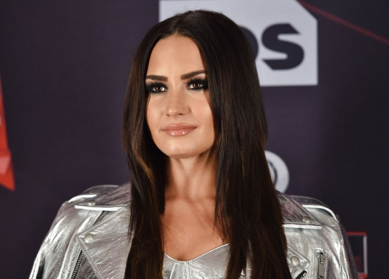 Demi Lovato shared a makeup-free selfie, and, adorable freckles alert!