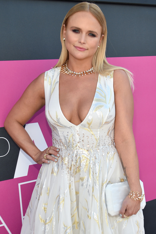 Miranda Lamberts red carpet look at the ACM Awards is giving us serious wedding vibes