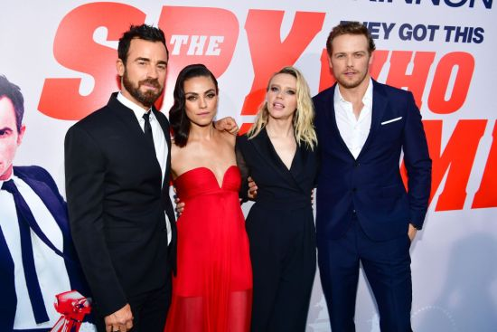 Justin Theroux and Sam Heughan bow down to the women of <em>The Spy Who Dumped Me</em>, as we all should