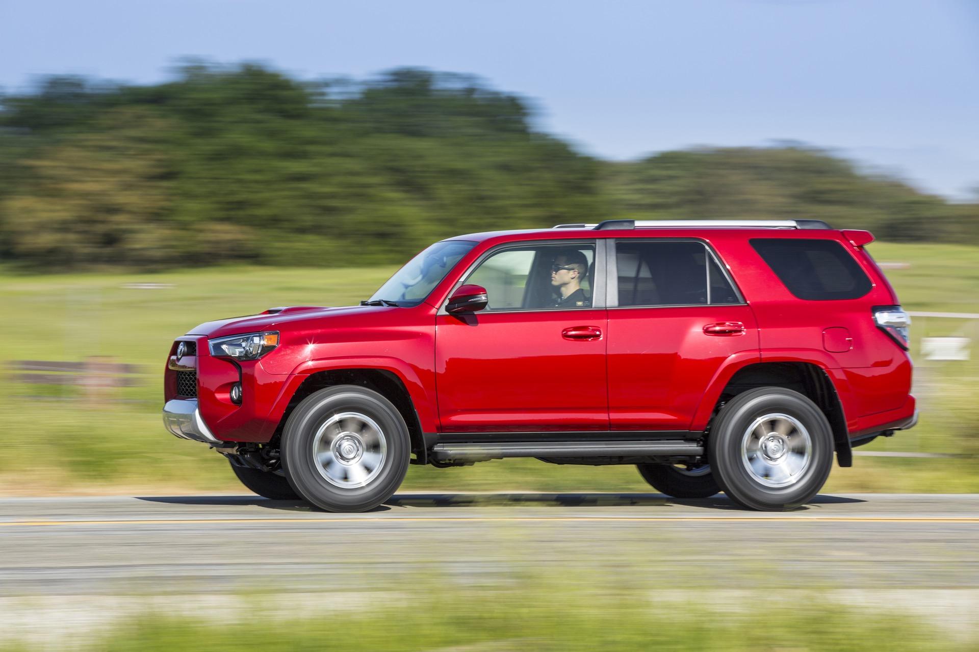 2017 Toyota 4Runner vs 2017 Jeep Wrangler pare Cars