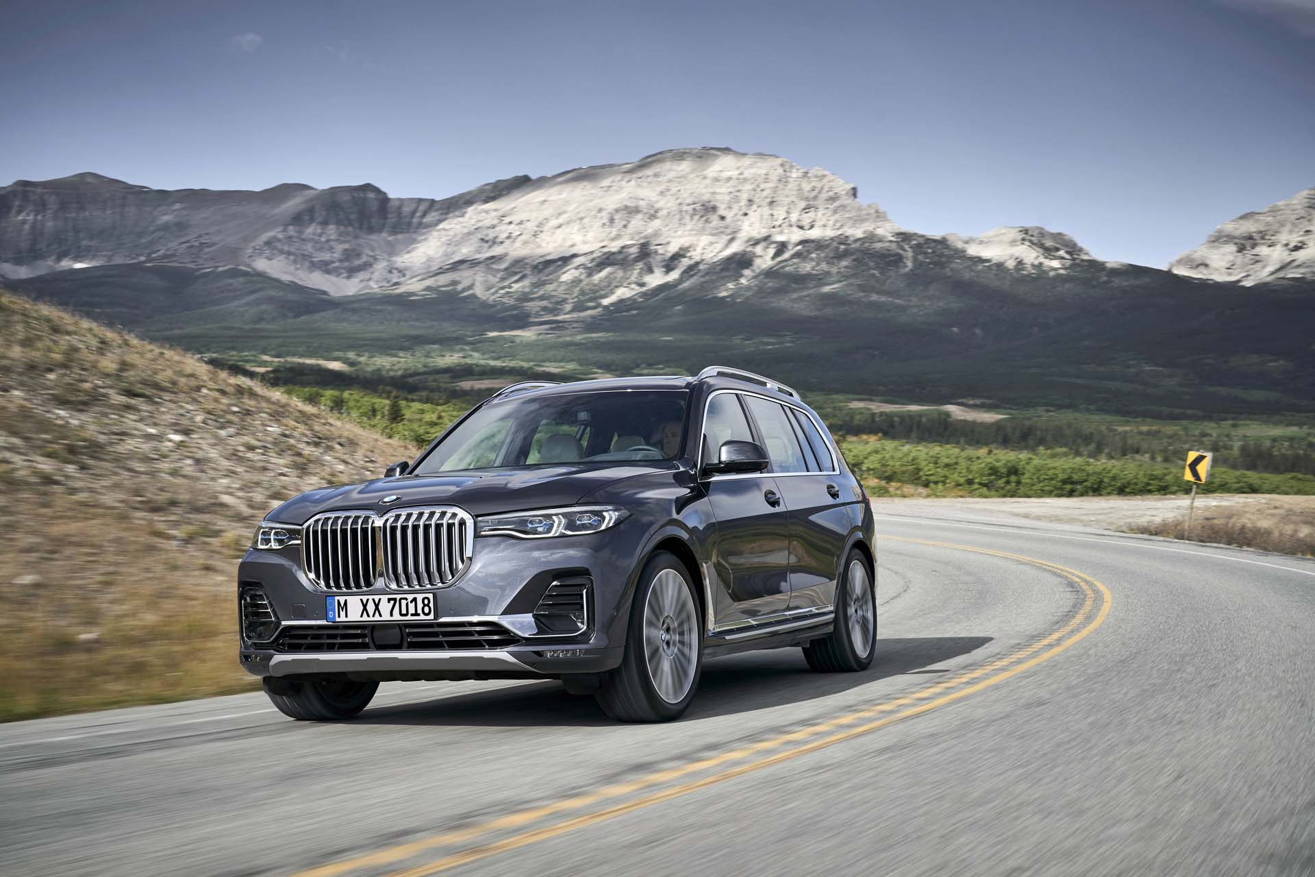 Suv With Captain Chairs 2019 Bmw X7 3 Row Suv Debuts The Bling Comes Standard