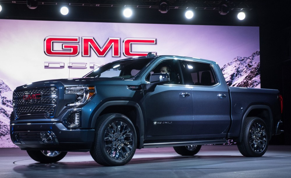 medium resolution of 2019 gmc sierra first look new truck pushes past silverado with carbon fiber bed transforming tailgate