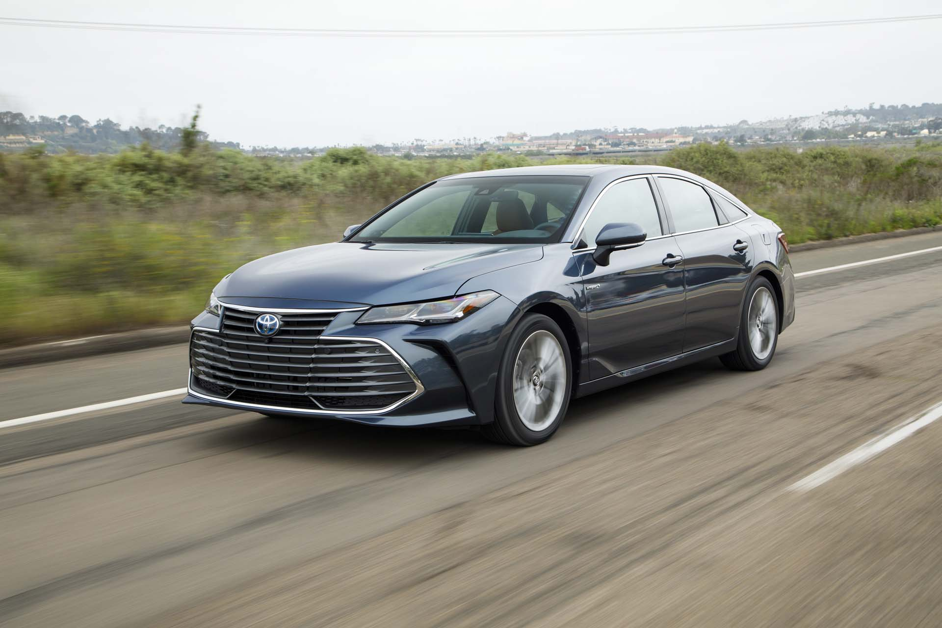 all new camry type v headlamp grand avanza 2019 toyota avalon hybrid first drive review understated efficiency